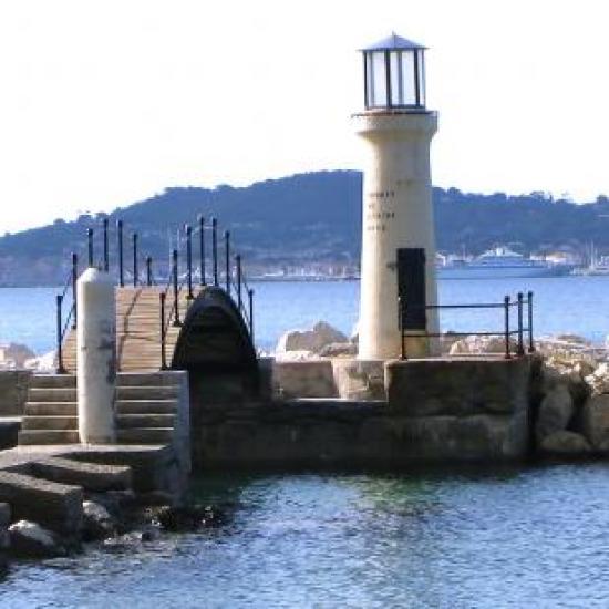 côté plage -détail du phare du Niel-