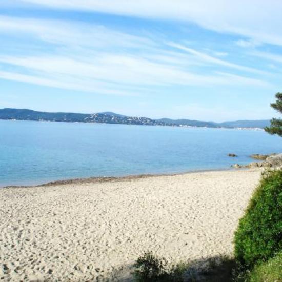 une des plages de Ste Maxime face à St Tropez